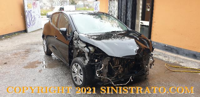 Renault Clio 2019 900 turbo  tce sinistrata